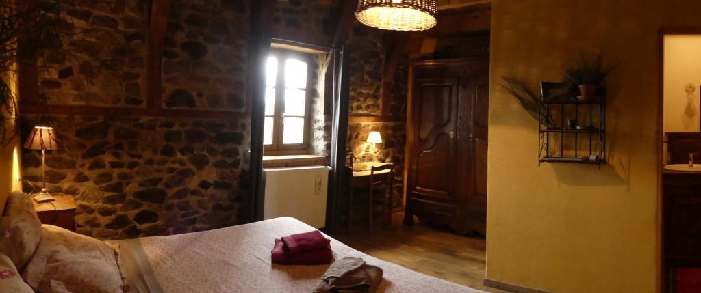 Chambre double les genêts aux Roches d'Artense Cantal Auvergne