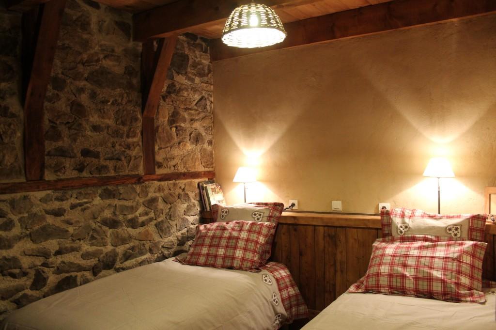 Chambre familiale 2 lits aux Roches d'Artense chambres d'hôtes Cantal Auvergne
